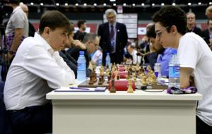 Caruana (EE.UU.), a la derecha, logr� una importante victoria ante...