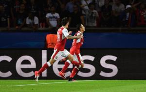 Alexis celebra su gol ante el PSG