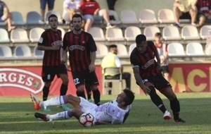 Pedro Valcarce, en el suelo durante el partido ante el Reus