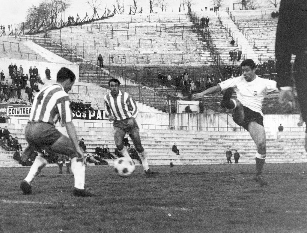 Julio Gento en la Copa del Generalísimo entre Racing y Granada. /