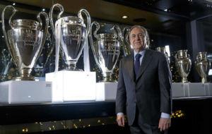 Florentino P�rez, en la sala de las Copas de Europa