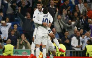Morata celebra el gol de la victoria con James