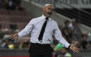 Paco J�mez gesticula durante un partido con el Granada.