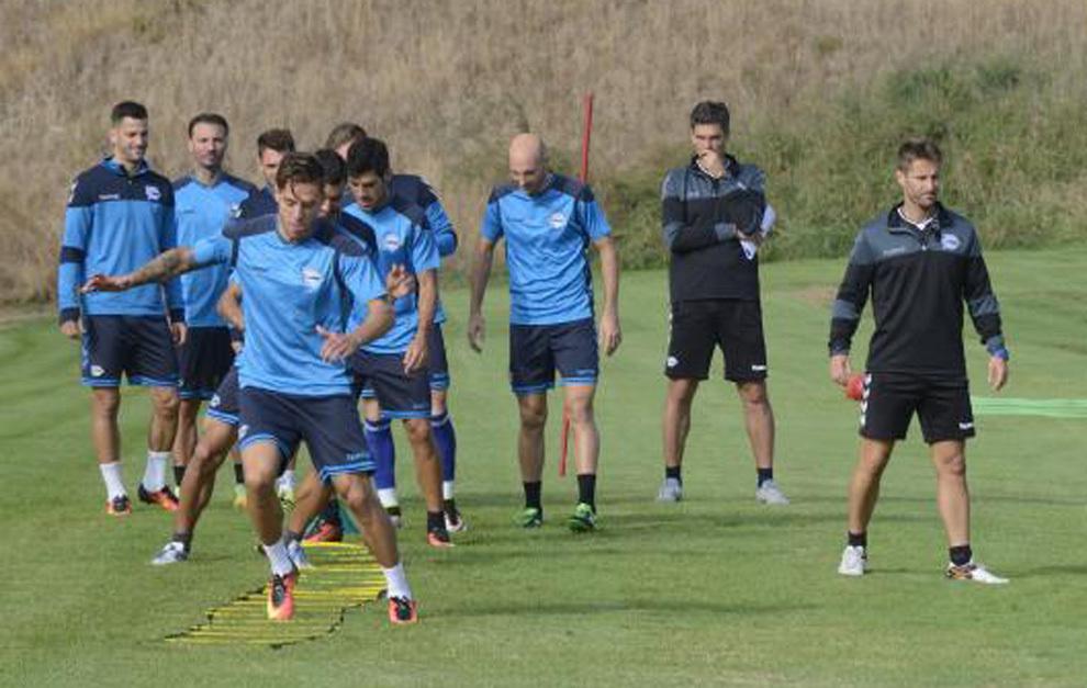 Los jugadores del Alavés, durante un entrenamiento en Ibaia.