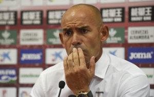 Paco J�mez, en una rueda de prensa con el Granada