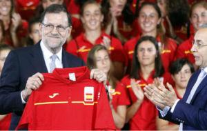 Rajoy con Alejandro Blanco y el equipo olímpico español
