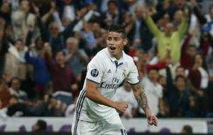 James, celebrando el gol de Cristiano ante el Sporting de Portugal.