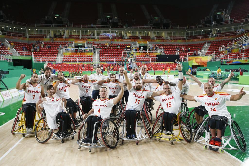 Los jugadores españoles celebrando el gran pase a la final...