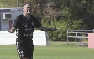 Paco Herrera gesticula durante un entrenamiento reciente