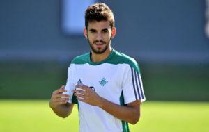 Dani Ceballos, en un entrenamiento reciente del Betis.
