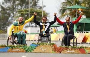 Stuart Tripp, en el podio en Río junto a Alessandro Zanardi y a Oscar...
