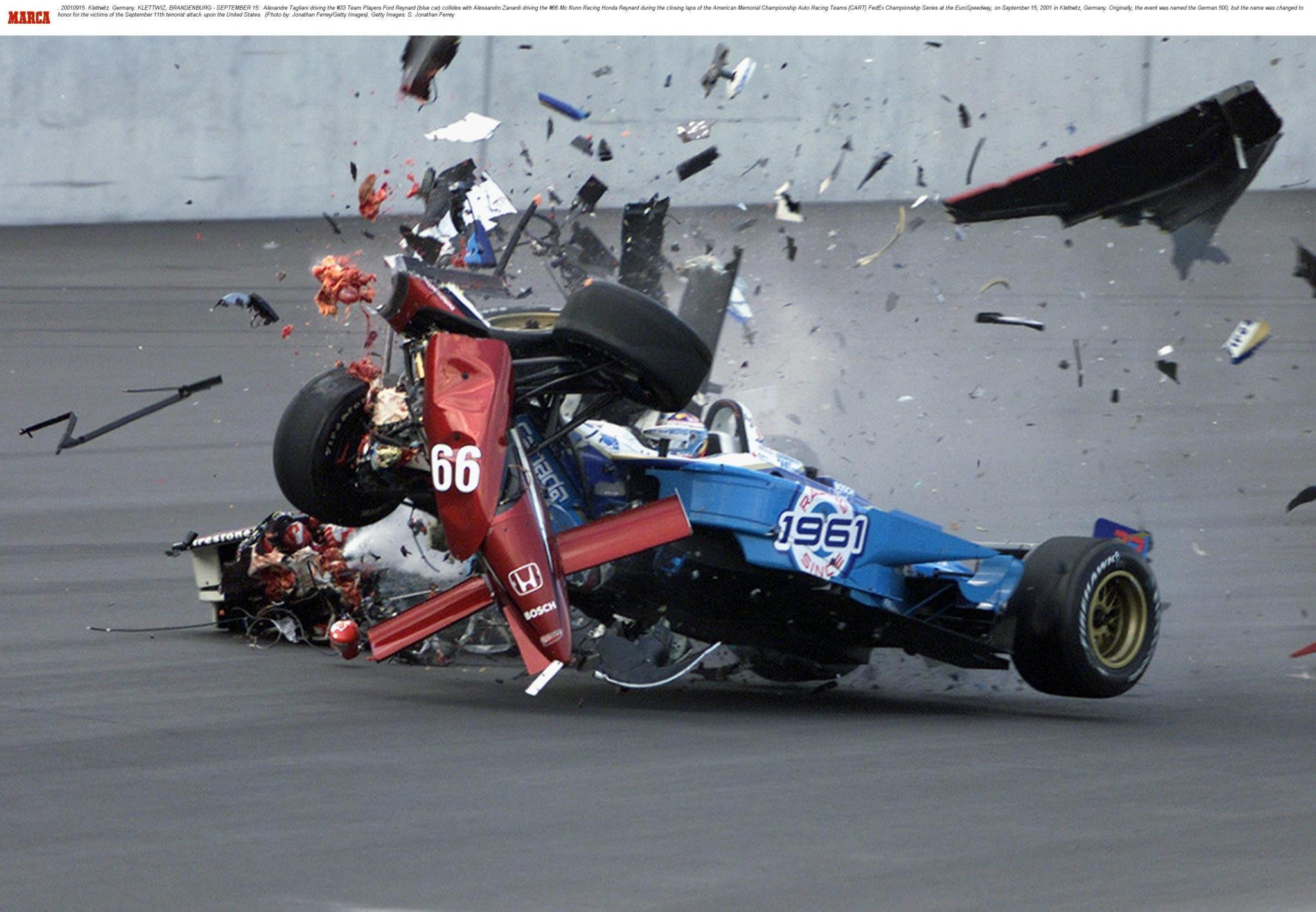 Brutal accidente entre Ford Reynard y Alessandro Zanardi en 2001