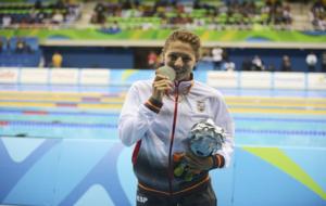 Nuria Marqués con su plata en 100 espalda