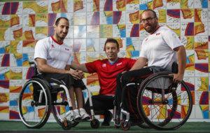 Pablo Zarzuela, José Artacho y Asier García posan en la Villa...