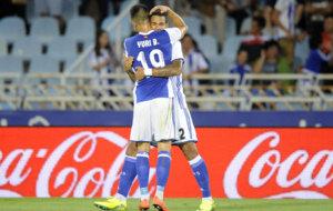 Willian Jos� celebra un gol con Yuri.