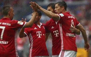 Los jugadores del Bayern celebran uno de sus goles al Darmstadt.