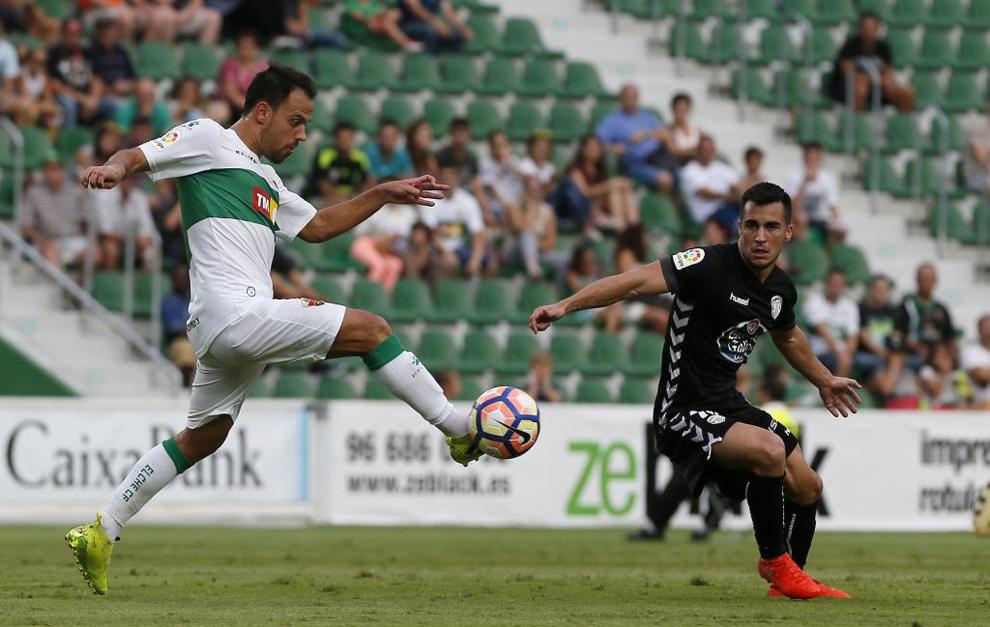 Matilla y Joselu en un lance del choque disputado en el Martínez...