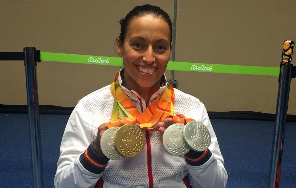 Teresa Perales posa para MARCA con las cuatro medallas conquistadas en...