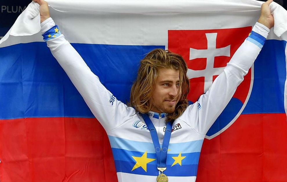Peter Sagan, con la medalla de oro, el maillot europeo y la bandera de...