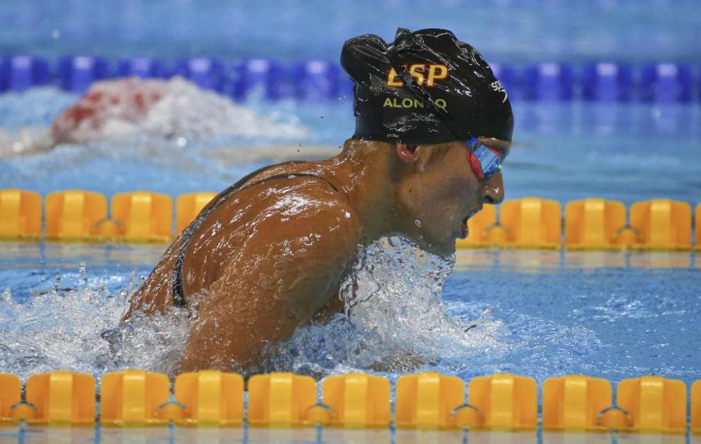 La nadadora Michelle Alonso en la final de los 100 braza.