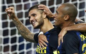 Icardi celebra su gol a la Juve junto a Miranda.