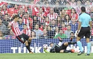 Kepa hizo una parada de mucho m�rito ante Rodrigo Moreno.