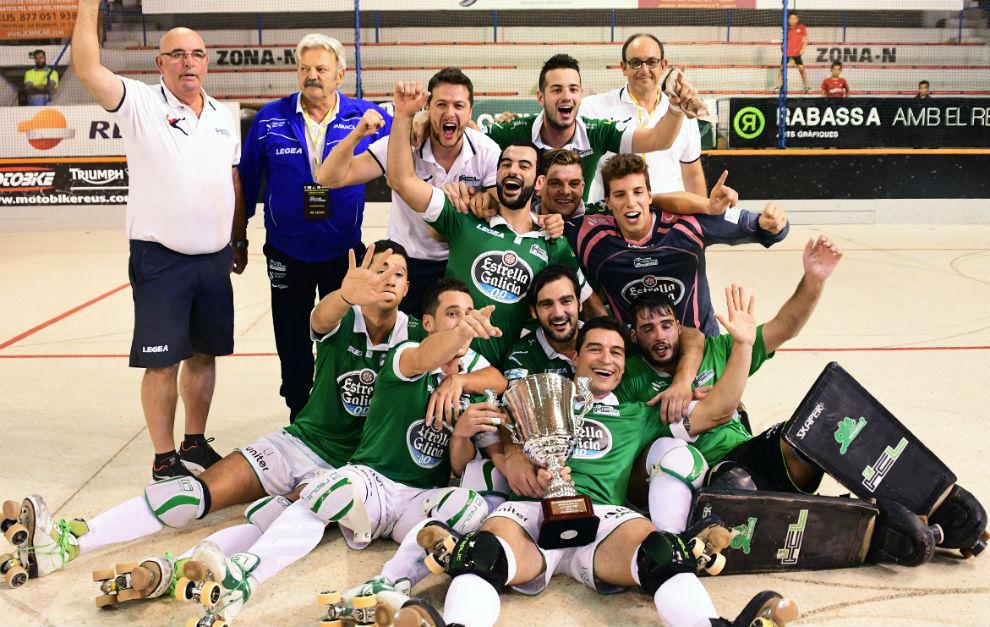 El HC Liceo celebrando la victoria de la Supercopa de España.