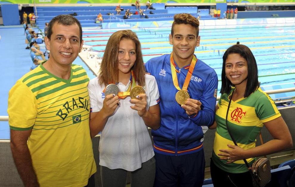 Varios brasileños pidieron una foto a Nuria Marqués y Óscar...