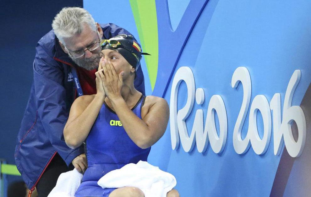 Teresa Perales emocionada tras conquistar el oro en 50 espalda