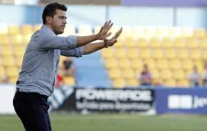 Cosmin Contra hace gestos en la banda de Santo Domingo