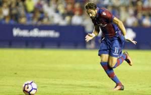 Morales conduce el bal�n en el partido ante el Zaragoza