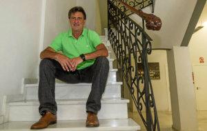 Mario Alberto Kempes (62) posando para MARCA.