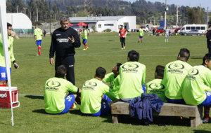 Grondona, dialogando con los jugadores de Uni�n La Calera.