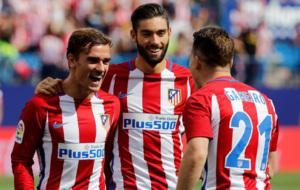 Griezmann, Carrasco y Gameiro celebran un gol ante el Sporting.