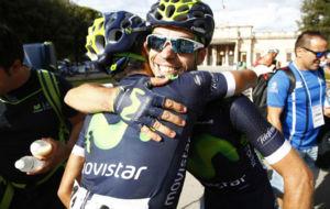 Visconti celebrando su triunfo y liderato en la Toscana italiana.