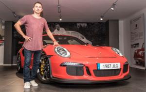 Lorenzo recoge su 911 GT3 RS en las instalaciones de Porsche Barcelona