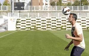 Antonio Amaya, en la Ciudad Deportiva posando para Marca