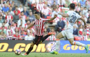 Aduriz (35) en una jugada del encuentro ante el Valencia.