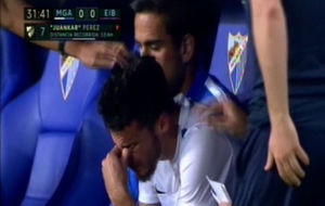 Juankar llorando en el banquillo tras ser sustituido