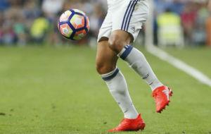 James controla el bal�n durante un partido del Madrid