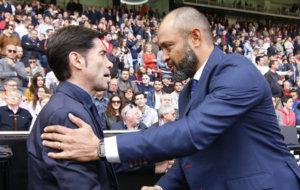 Marcelino saluda a Nuno en un partido Villarreal Valencia.