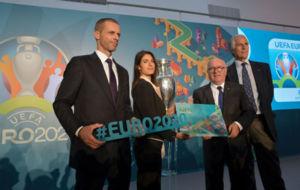 Cafain (UEFA),  Raggi (alcaldesa de Roma), Tavecchio (FIGC) y Malag�...