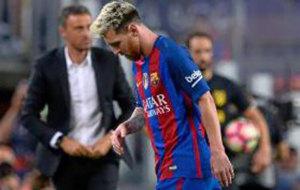 Messi es reemplazado tras su lesi�n.