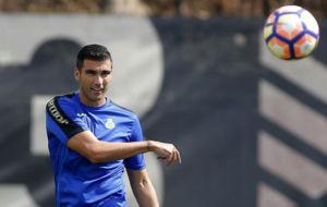 Reyes chuta un bal�n durante un entrenamiento en la Ciudad Deportiva.