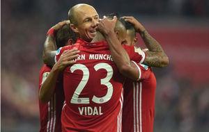 Los jugadores del Bayern celebran uno de sus goles al Hertha.