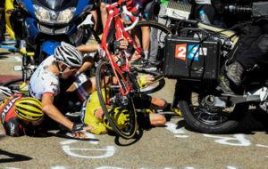 Froome, Mollema y Porte chocaron contra una moto durante el pasado...
