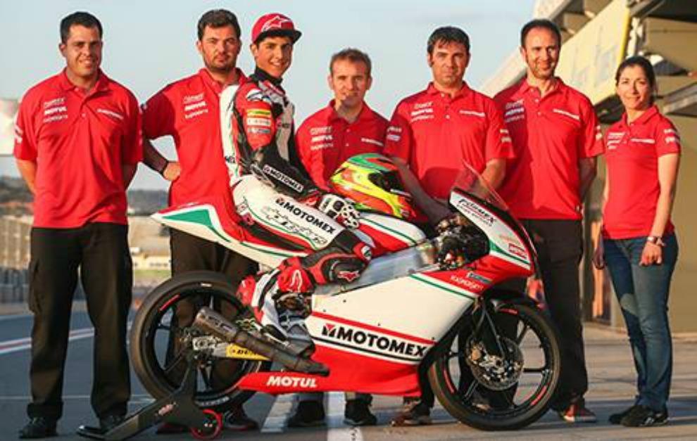 Martínez-Abrego, con su equipo del FIM CEV