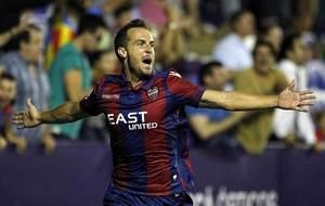 Paco Monta��s celebra el gol del triunfo ante el Sevilla Atl�tico