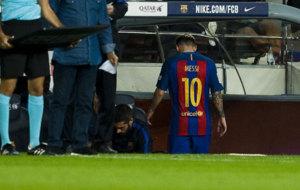 Messi ingresa al banquillo.