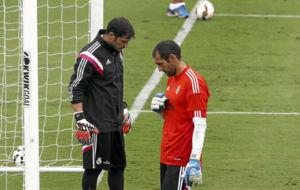 Iker Casillas y Diego L�pez, en un entrenamiento